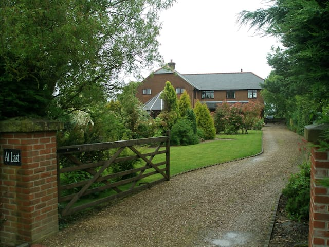 At  Last Bed & Breakfast Edlington - Horncastle - Bed & Breakfast