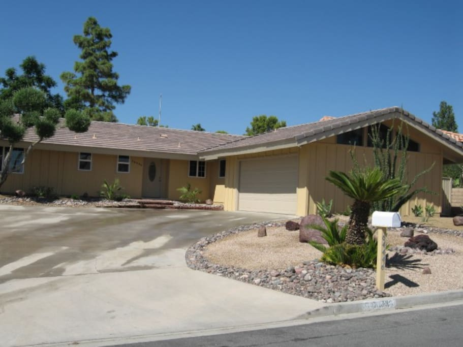 Located in a friendly and safe neighborhood in the outskirts of Palm Springs. Patrolled by the Citizens on Patrol and this is a neighborhood watch community. Approximately 12-15 minutes away from downtown Palm Springs.