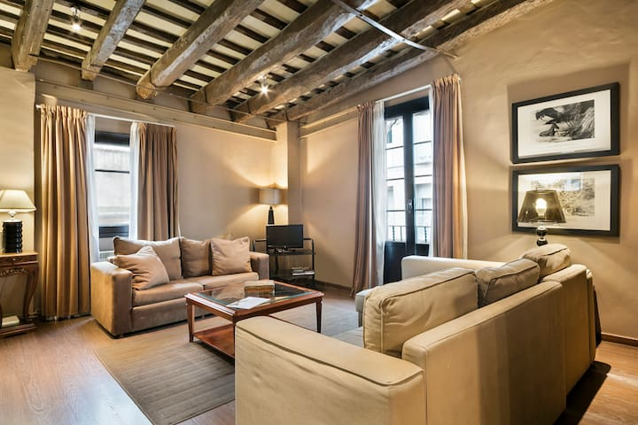 BARCELONA|VINTAGE FLAT IN TRENDY BORN GOTHIC AREA¦