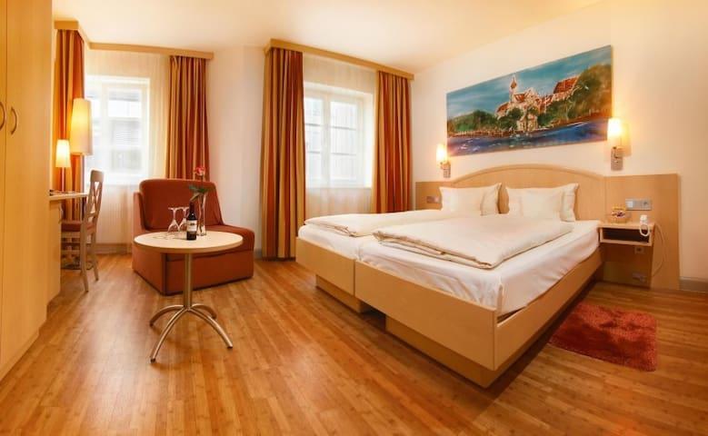 Hotel-Restaurant-Biergarten Gasthof zum Ochsen, (Ehingen/Donau), Doppelzimmer Komfort, 25qm, max. 2 Personen