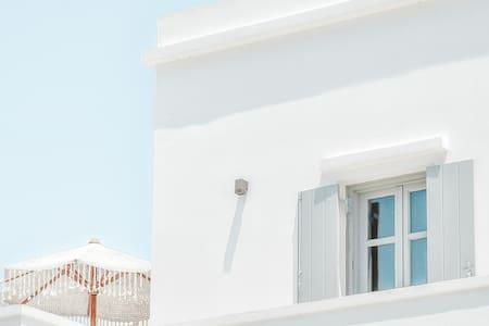 Stylish Seaside Apartment with ★SEA VIEWS★