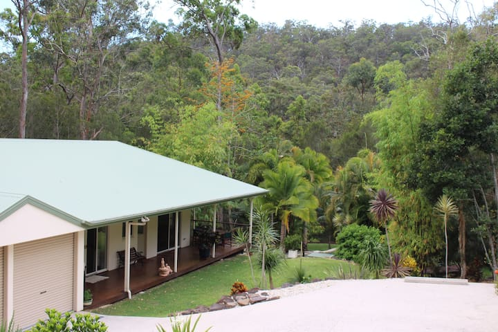 Tranquil Bungalow on Acreage in Mudgeeraba Forest - Bonogin - Bungalo