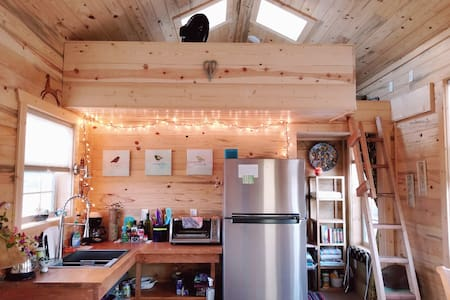 The Turquoise Door - Tiny House Cottage w/ a Loft