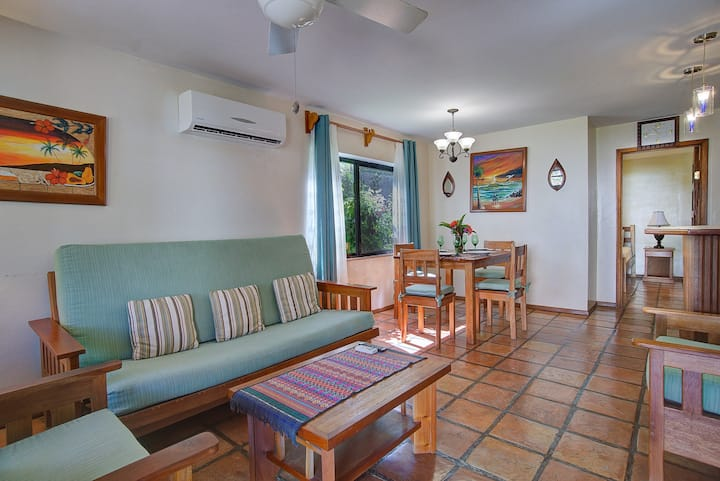Ocean view condo, sleeps 3, shared pool, close to town, Gold Standard