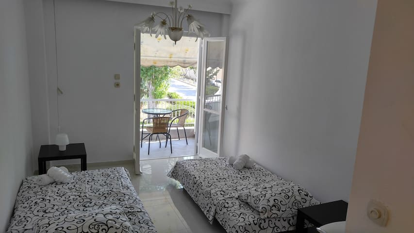 TR Sunny apartment 100 meters from sea