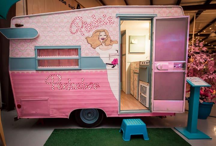 Peekaboo Pinkie, Vintage Glamper