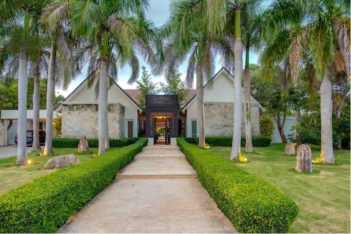 5-Star Villa  Cap Cana - Long term rental off