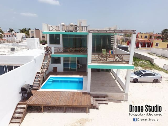 New Lower Level Beach Front Condo - Progreso