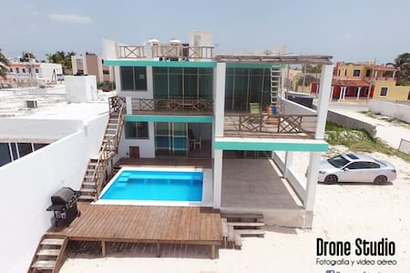 New Lower Level Beach Front Condo - Progreso - Appartement en résidence