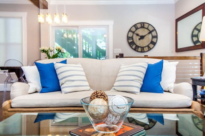 Palatial Luxury Retreat | near T, Sleeps 20
