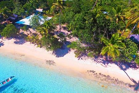Family Beachfront Bure  Qamea Island - off Taveuni