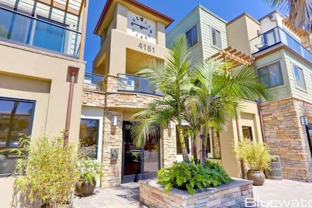 Prime Location in Pacific Beach! Walk to the beach, bay, shops & restaurants!!