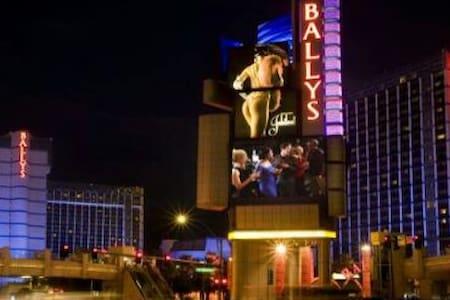BALLY'S HOTEL!! AVOID RESORT FEES!! - Las Vegas - Outros