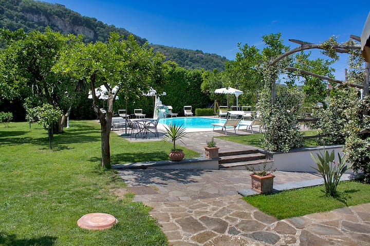 Villa Limoneto F with Shared Pool, Garden, Private Terrace and Parking