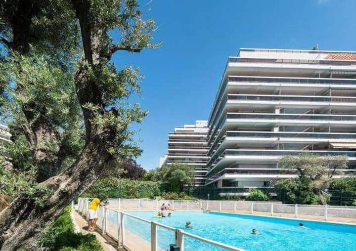Knot 4 sail : enjoy the sea view by the pool !