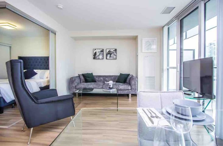 Amazing High-End Downtown Condo + Parking