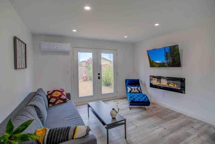 Entire Modern Villa Escape 1B/1B with private yard
