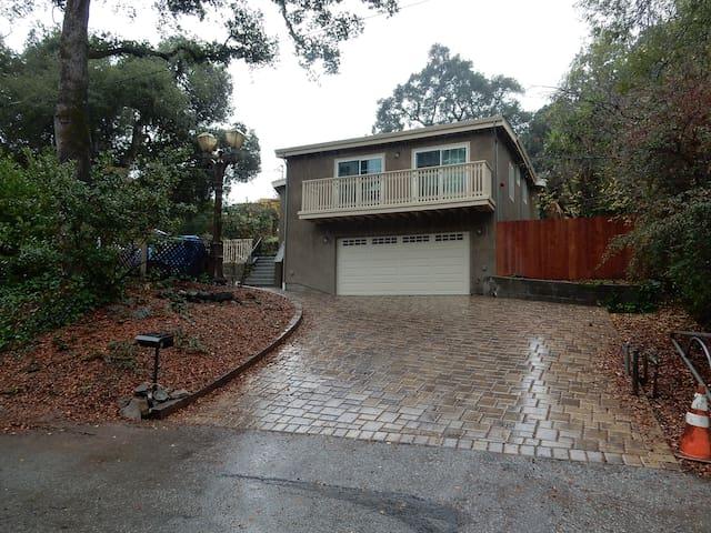 1bed/1bath/familyroom/kitchen/yard - Woodside
