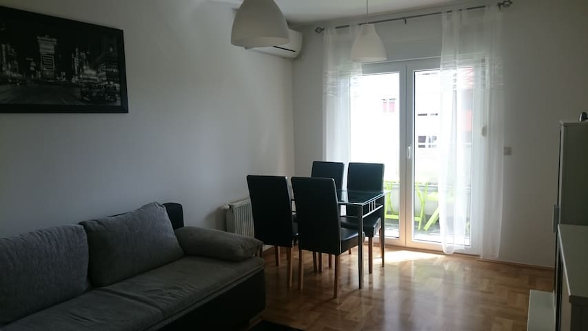 Newly renovated in quiet area with private parking - Zagreb - Apartment