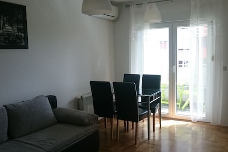 Newly renovated in quiet area with private parking - Zagreb