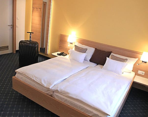 Wirtshaus & Hotel Behringer (Volkach), Doppelzimmer mit kostenfreiem WLAN