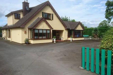 Country house . 2 km from Rock of Cashel - Cashel - Hus