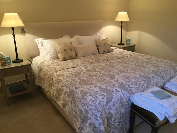 Superking Bedroom + Twin Bedroom Sleeps 1-4 Guests