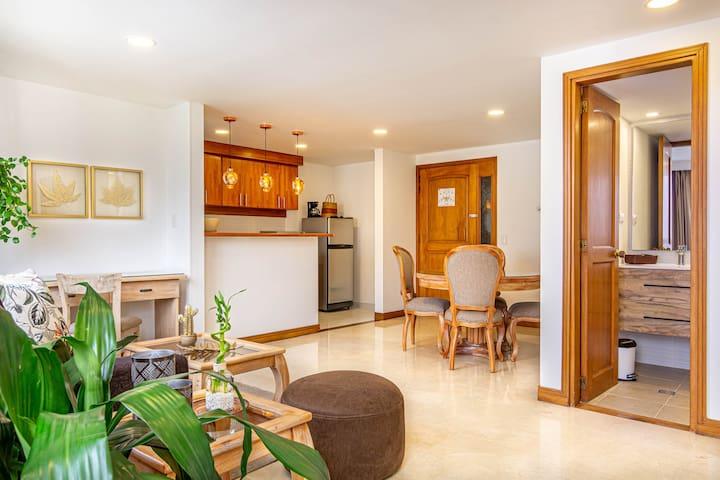 Different places are well located and distributed in the apartment    //    La ubicación y distribución de los espacios en el apartamento es excelente