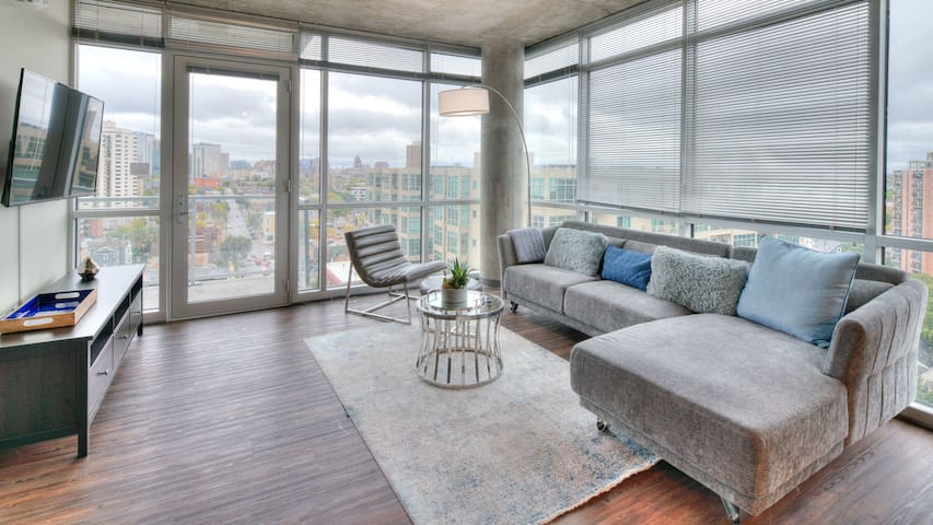 Professionally-cleaned 1BD condo with self-checkin