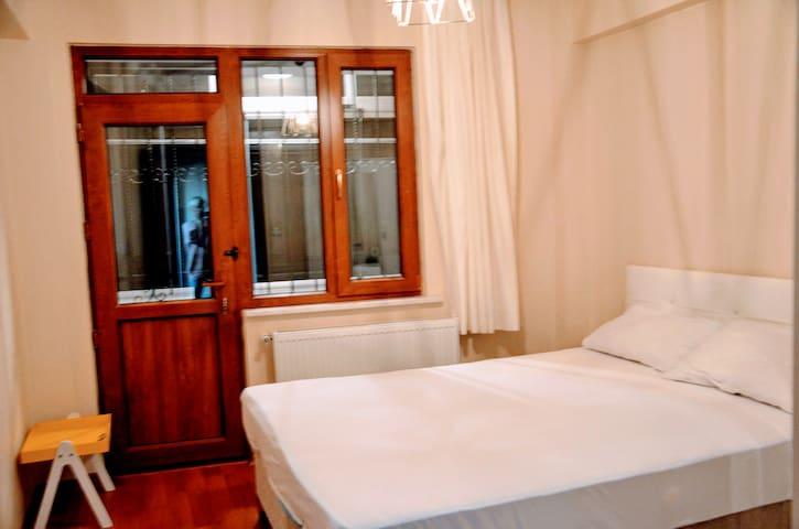 Private 5 Star Bedroom - Walk to beach & metrobus