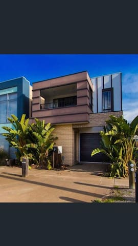 Sunny Townhouse in the heart of Werribee