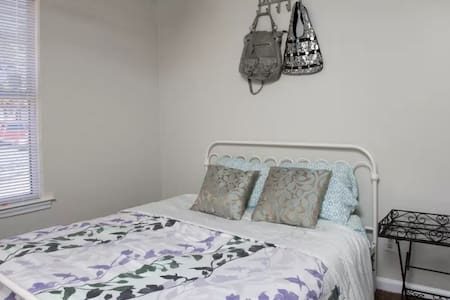 411: Affordable Room**Singles/Couples**Walk/Stores
