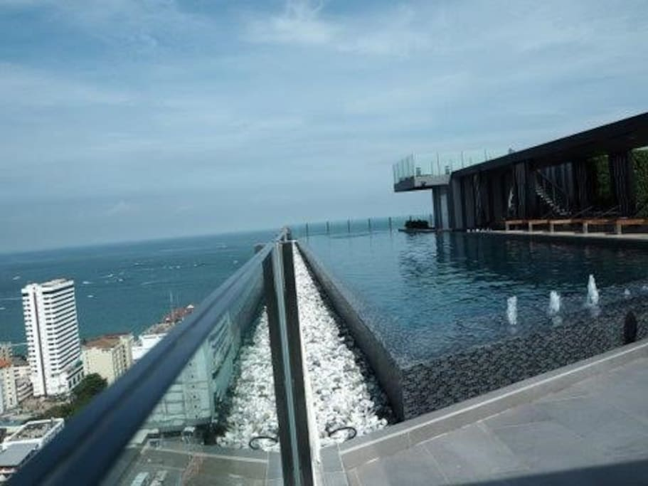Roof top infinity view pool