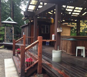 Jacuzzi Cottage Cabin-sleeps 2 cozy2 NIGHT MINIMUM - Chatka