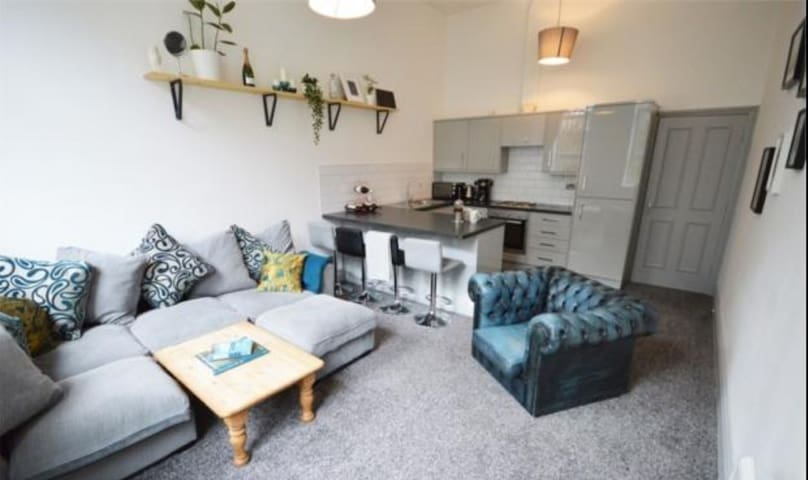 Delightful Duplex, 2 beds and a bath