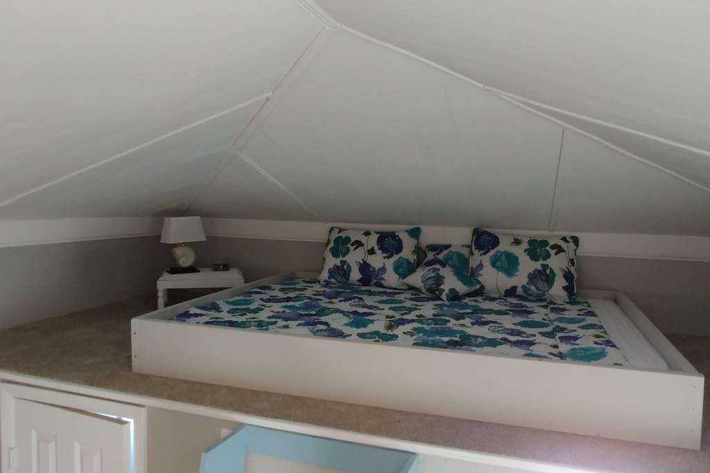 Queen Bed on Loft