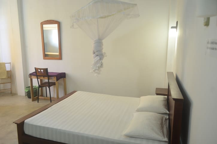 Holiday Inn Unawatuna economy room 1