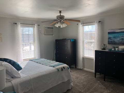 Private Studio Bedroom & Bath in Quiet Community
