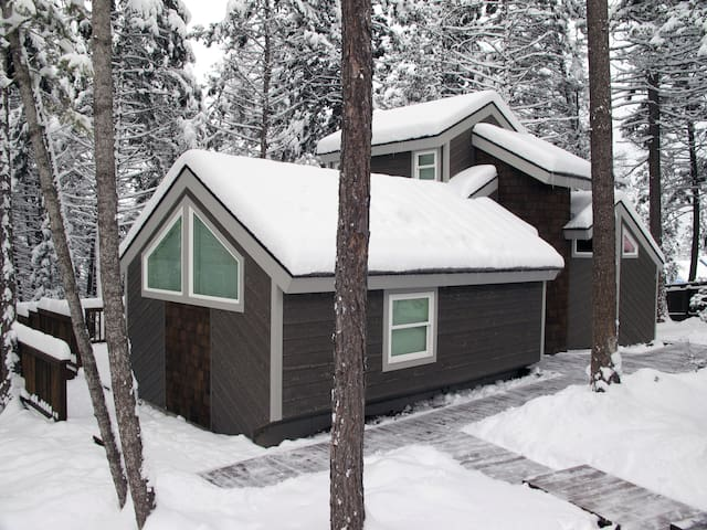 Retro-Modern Cabin in the Pines - Whitefish - Maison