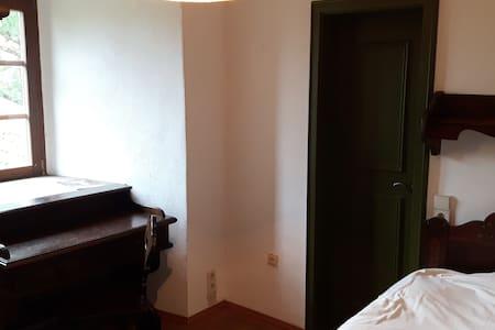 Burgzimmer 2  - ein Ort im Grünen - Wiesloch - Apartament