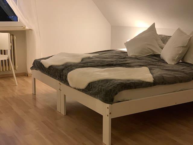 Schönes, gemütliches Zimmer. Frisch renoviert. NEU