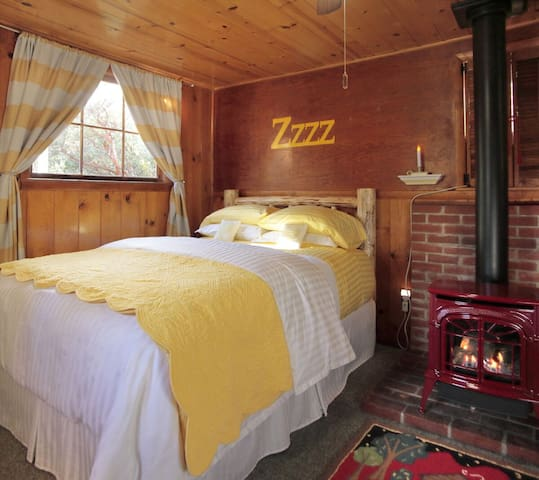 Best loved romantic cabin in town! SUGAR PINE  CBN - Idyllwild-Pine Cove - Cabaña