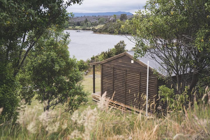 Rural Lakeside Cabin - Closer to Milford Sound