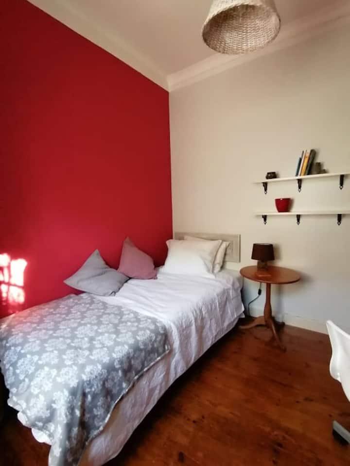 Cosy Room in a family house near Belém
