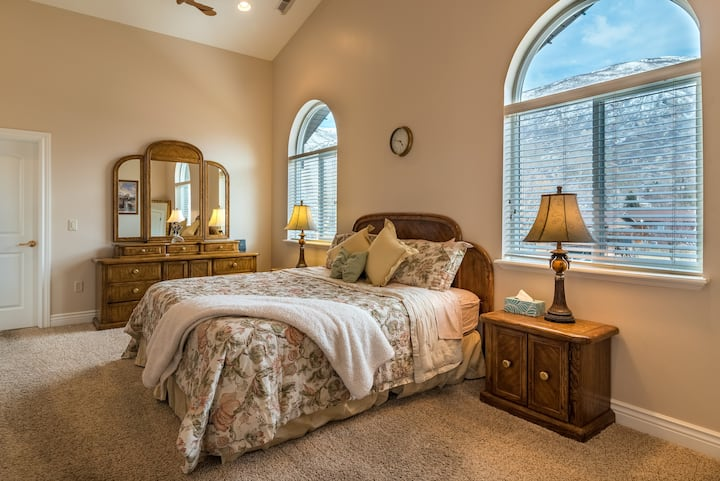 Live Like Royalty: Suite with a View Near SLC