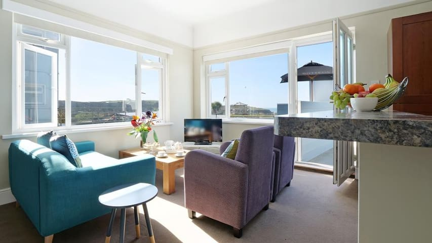 LookOut | Summerleaze Beach | Town Centre | Sleeps 6 | 2BR