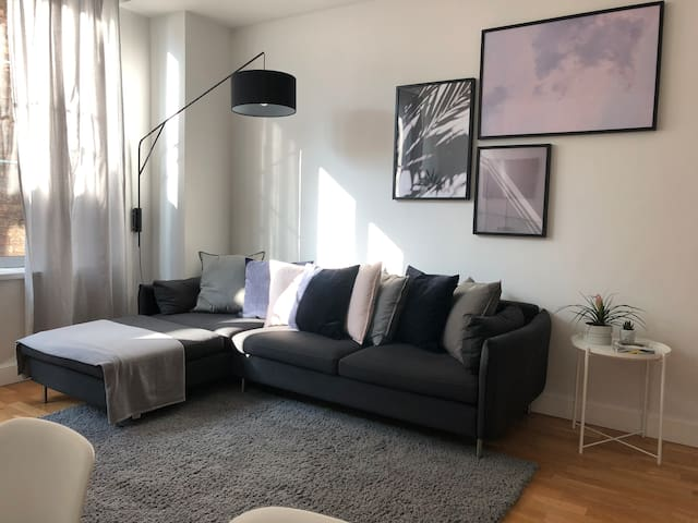 Large, Modern 2 Bedroom York City Centre Apartment