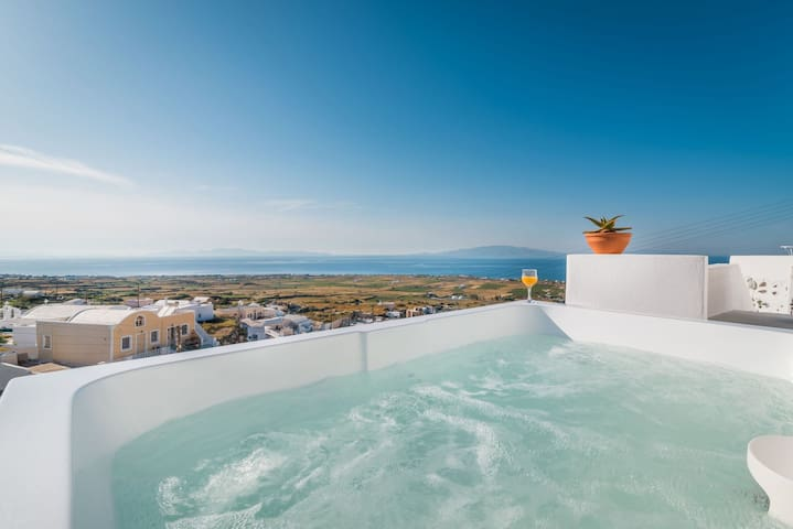 Fava Eco Suites - Honeymoon Suite with Outdoor Private Heated Jacuzzi