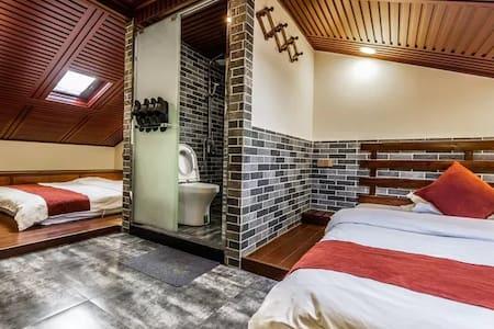 普陀山仁心之家•阁楼斜顶双1.8米家庭房