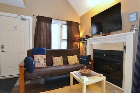 Charming 2 Bedroom, 2 Bath Condo Next to Slopes - The Blue Mountains - Wohnung